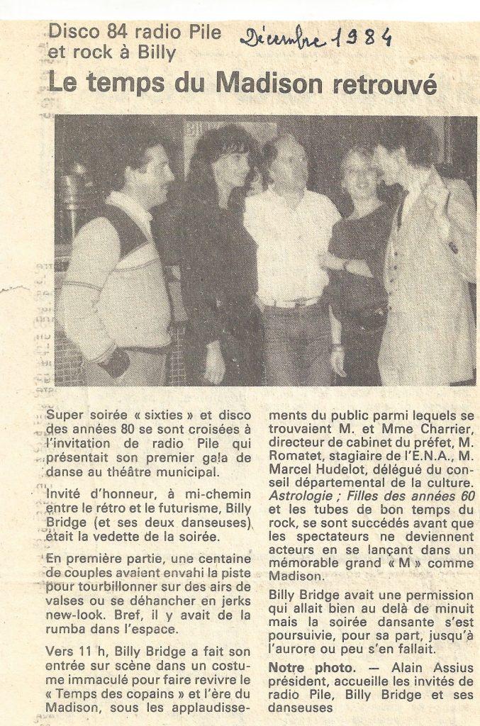 le chanteur Billy BRIDGE en spectacle pour Radio PILE au Théatre de PRIVAS en décembre 1984.