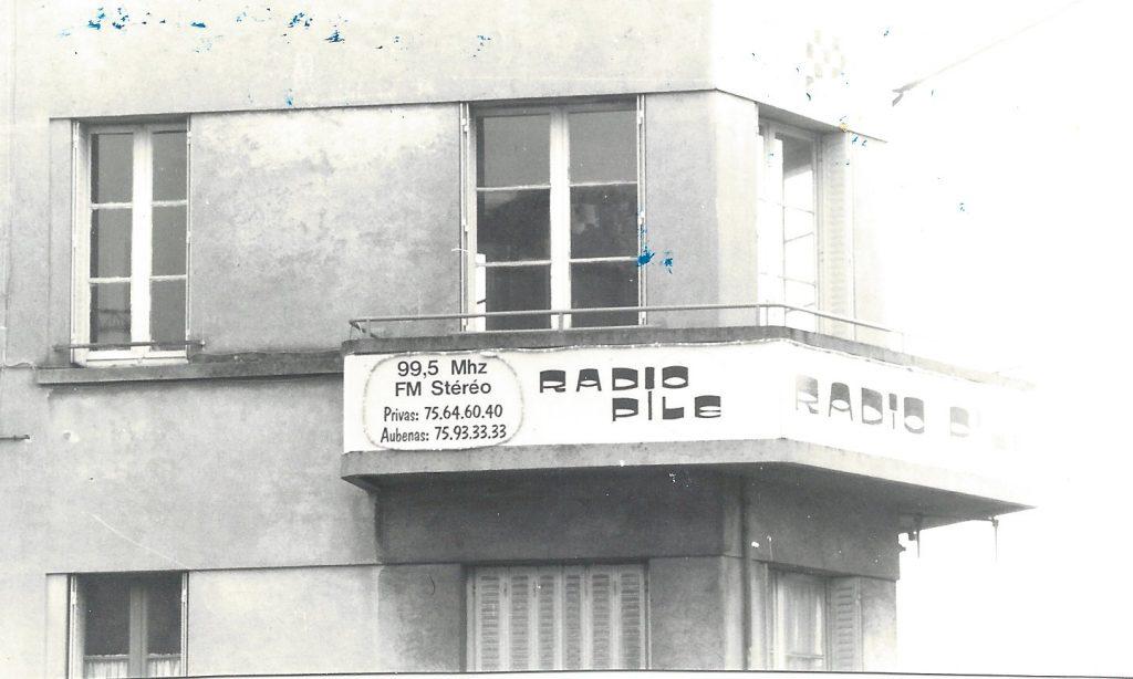 Les bureaux et studios de Radio PILE 2 place de la Paix à AUBENAS
