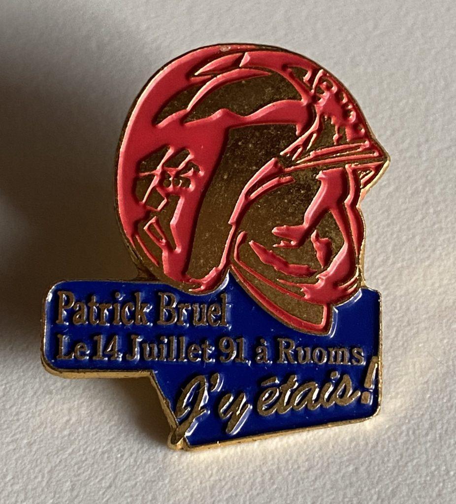 Le pin's édité pour la venu de Patrick BRUEL pour le spectacle des Pompiers de RUOMS